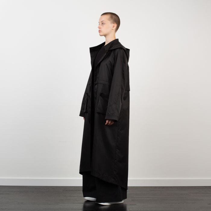 ELONGATED RAGLAN CAPE BLACK