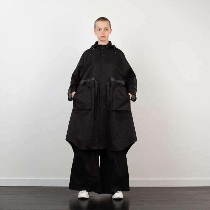 HOODED CAPE WITH RUBBER PANELS